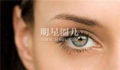 多大开始用眼霜合适 眼霜什么年龄开始用最好