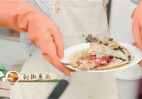 中餐厅靳梦佳剁椒鱼头怎么做