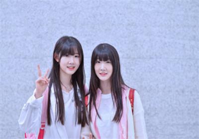 余欣芮余梦洁是双胞胎吗身高年龄微博资料